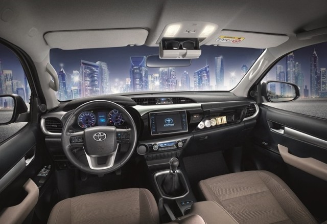 2018-toyota-hilux-release-price-6